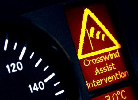 Hệ thống Crosswind Assist